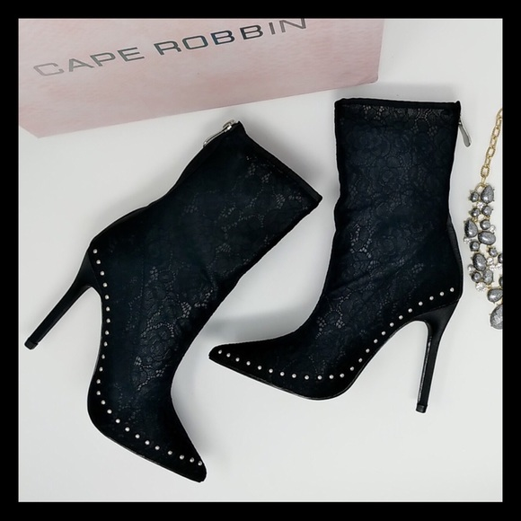 056299abb81 Black Pointy Toe Studded Single Sole Booties.